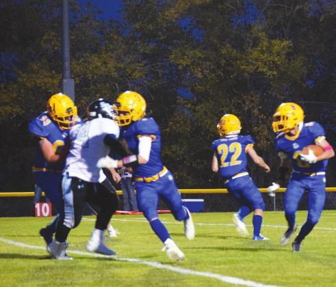 Dove Creek Football Advances to State Semi-Finals for the First Time in 30 Years